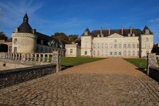 chateau-montgeoffroy-allee-entree-garatt