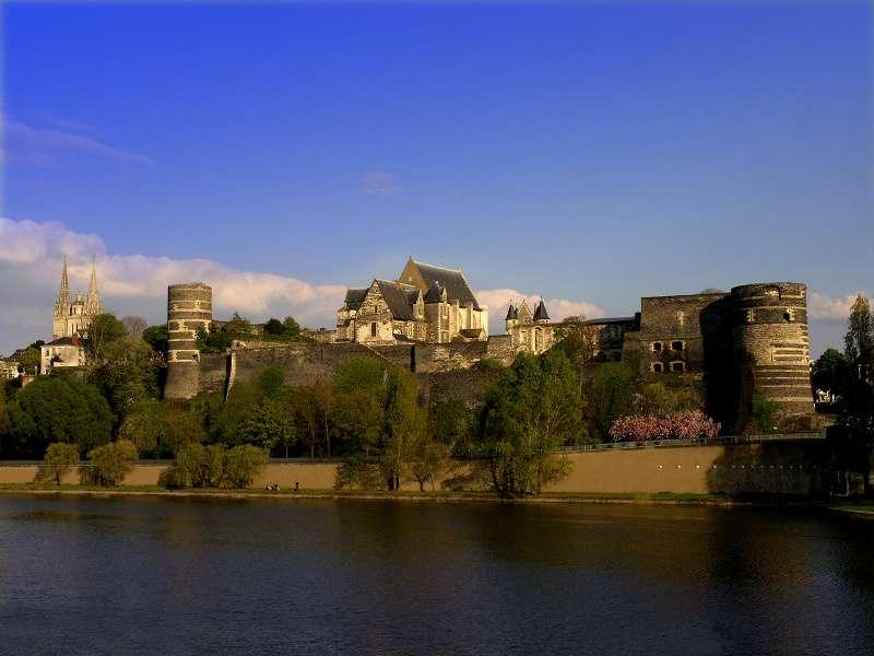 chateau-angers-facade-p-di-peri-centre-monuments-nationaux-800-111782