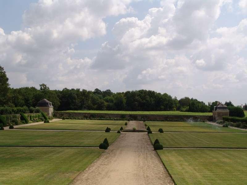 chateau-montgeoffroy-allee-regards-scenographie-800-72301