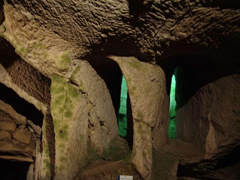 troglo-breze-souterrain-lumiere-verte-regards-scenographie-800-249976