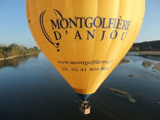 survol-de-la-loire-majestueuse-© Montgolfière d'Anjou