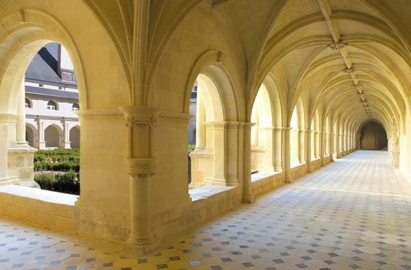 cloitre-abbaye-c-petiteau-600-719658